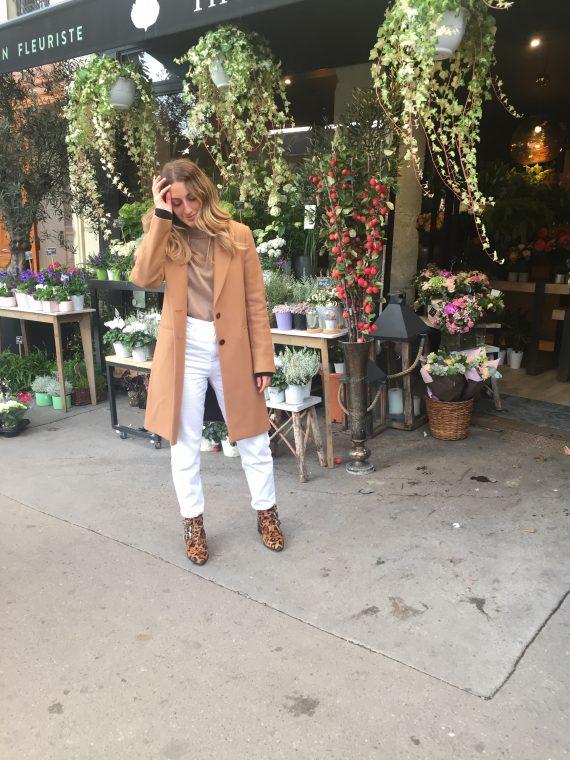 Comment porter le jean blanc en septembre à Paris