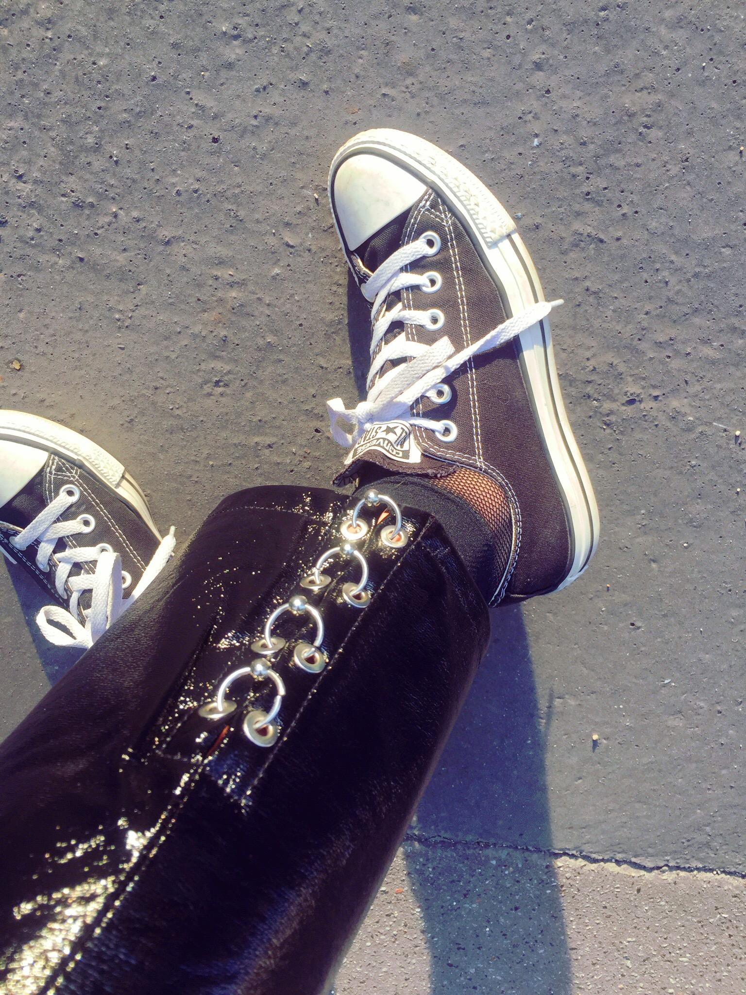 pantalon-vinyle-tendance-style-converse