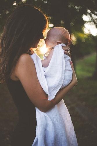 femme-maman-colostrum-produit-beaute-solavie